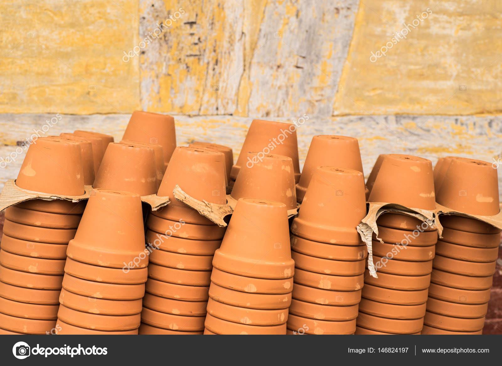 Vasi in terracotta vuoto foto stock esbenklinker for Vasi in terracotta prezzi