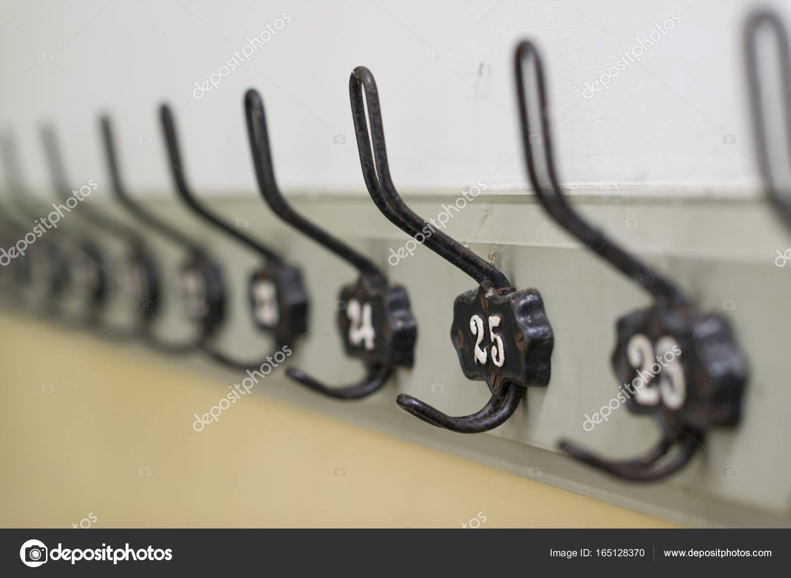 Ongebruikt Ouderwetse kapstok — Stockfoto © tofotografie #165128370 BF-08