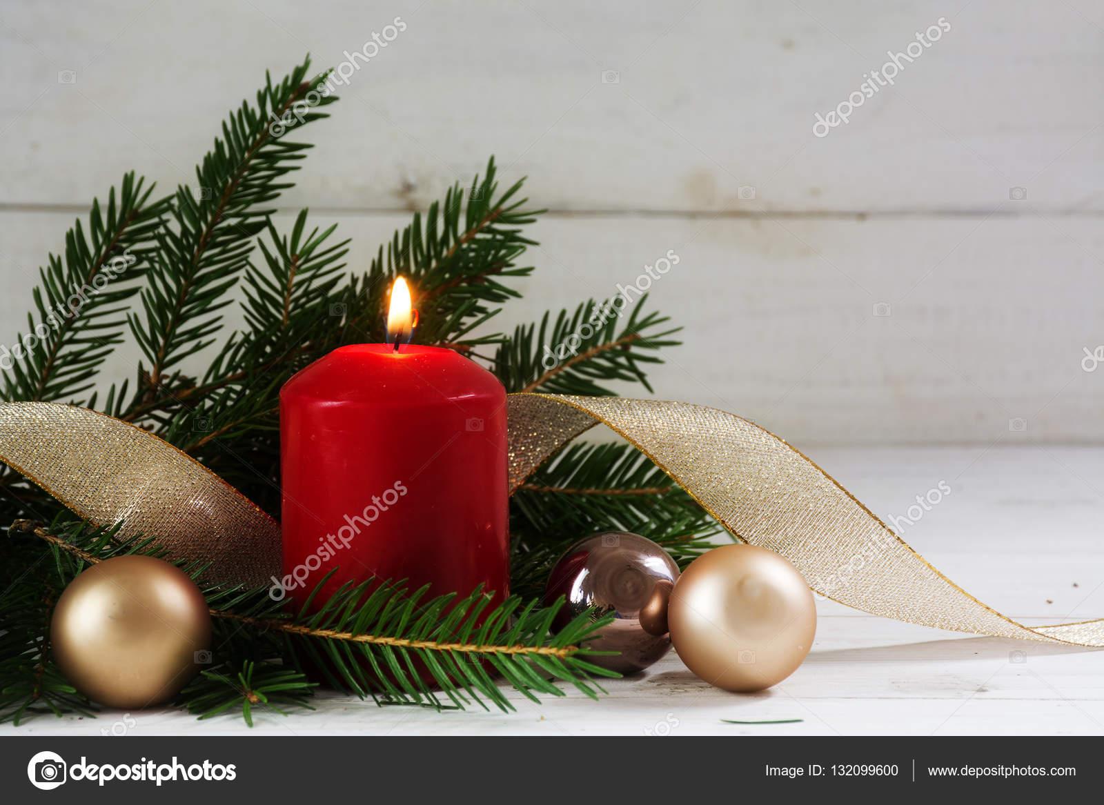 Kugel Für Tannenbaum.Brennende Kerze Mit Weihnachten Dekoration Tannenbaum Kugeln Und