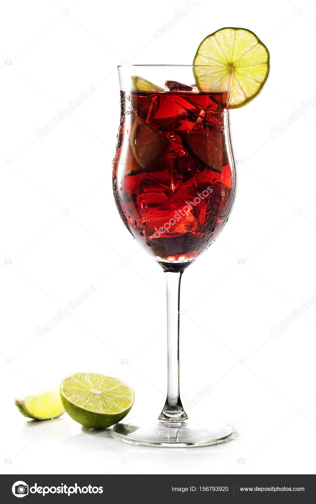 Rotes Getränk, transparente gemischt cocktail von Kirschen, Beeren ...