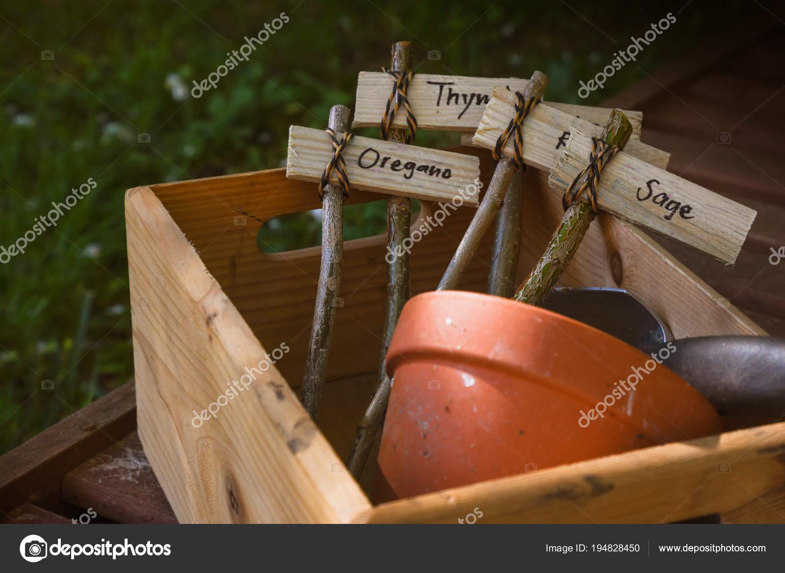 Landelijke Houten Kist.Houten Kist Met Rustieke Naam Lables Voor Kruid Planten Creatief