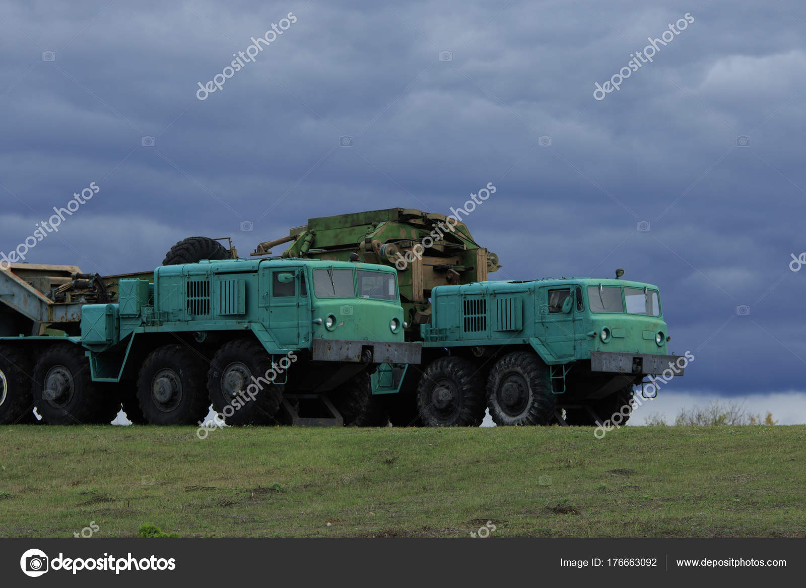 Military Artillery Tractors MAZ-537 — Stock Photo