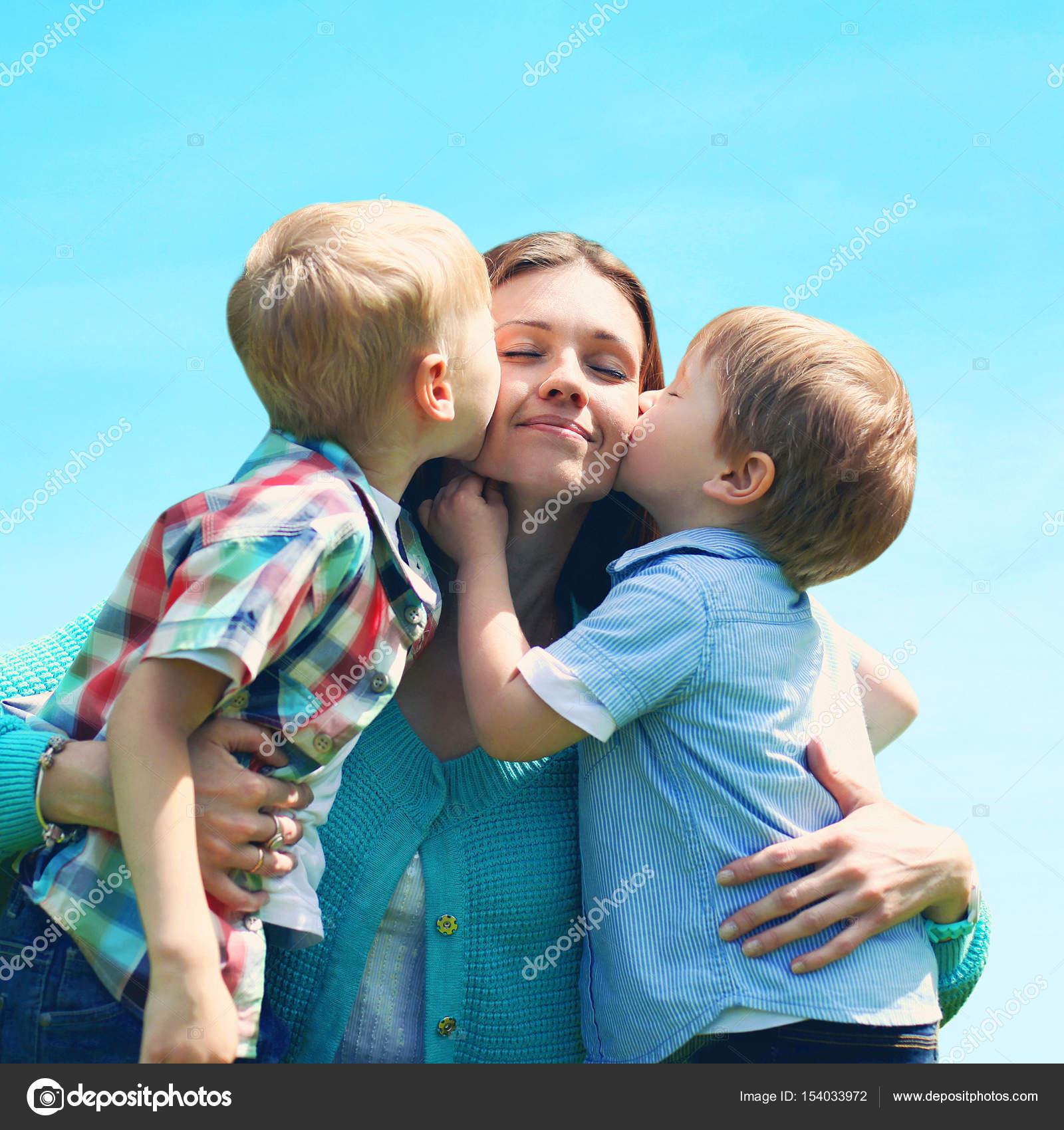 Мамы пухляшки с сыновьями
