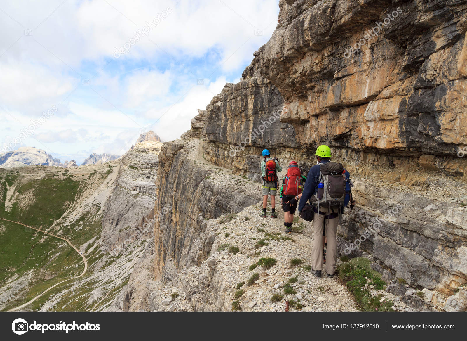 Klettersteig Dolomiten : Menschen wandern auf klettersteig alpinisteig in sexten dolomiten