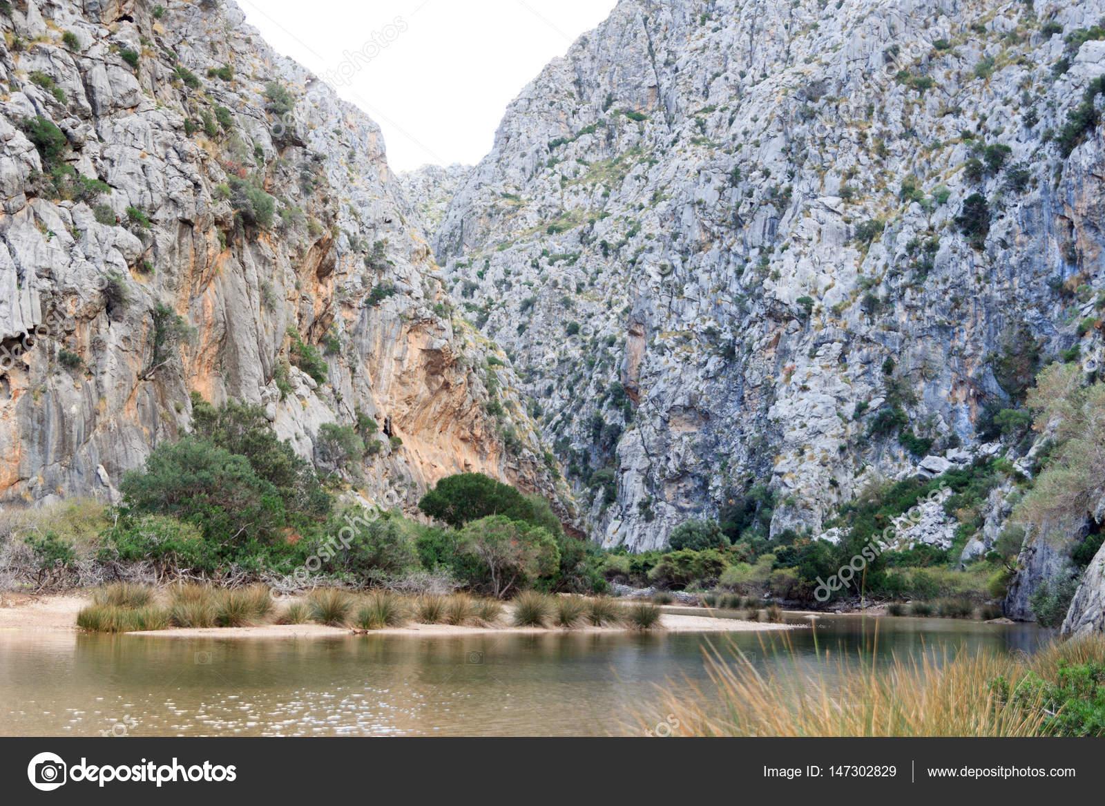 Каньон торрент де pareis, пляж и средиземное море, майорке.