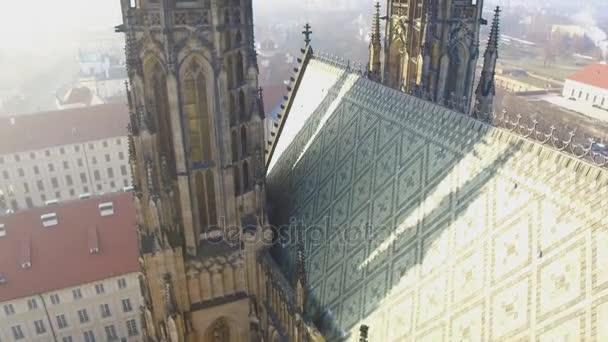Linie střechy gotický chrám sv. Víta v komplexu Pražského hradu