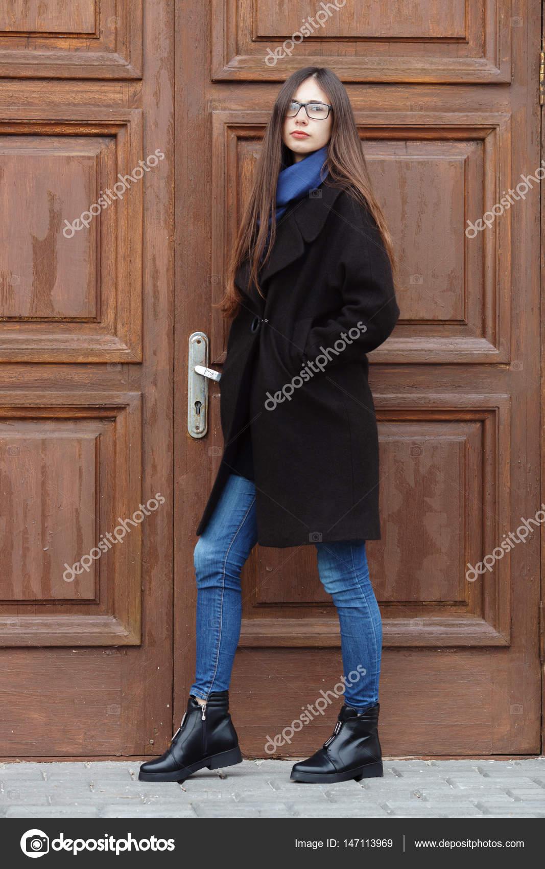 negro abrigo jovencita en azul se Hermosa divierten bufanda y un que xgTqgf4w