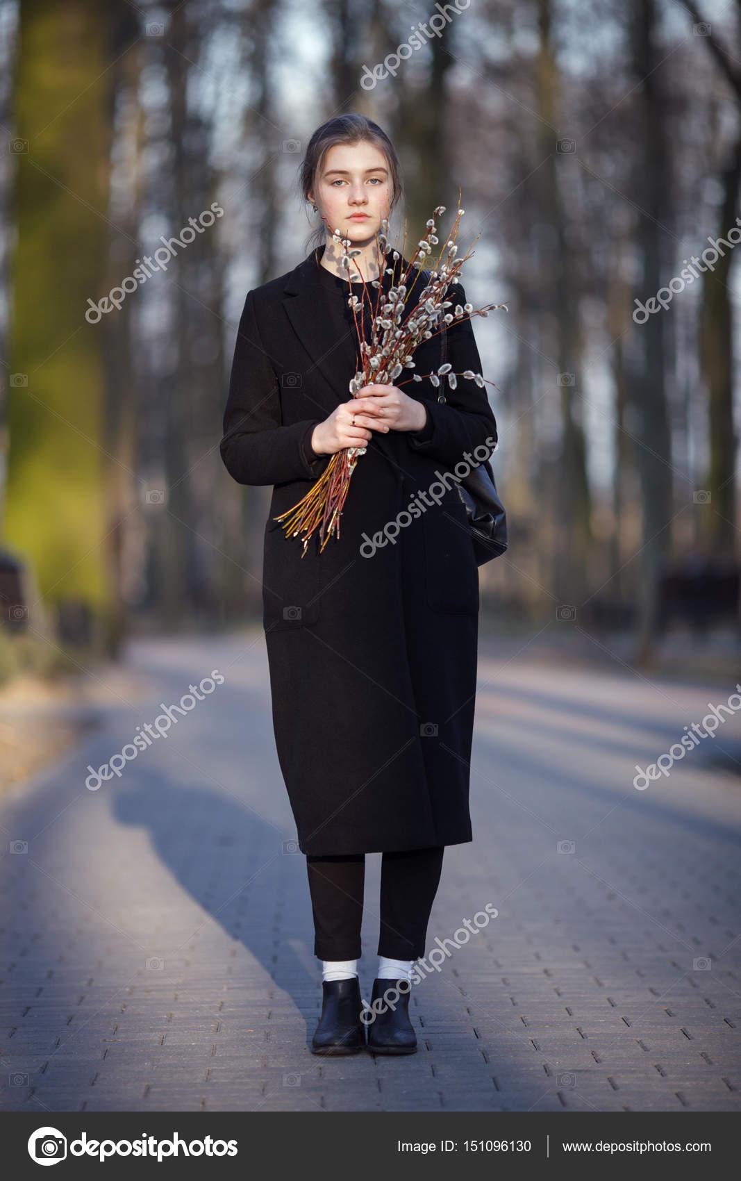 Μεγάλο μαύρο τέρας πουλί πορνό