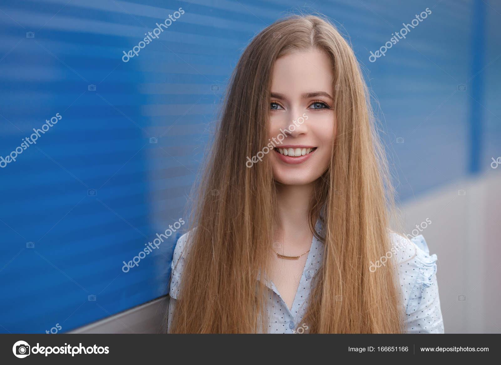 Emotionale Nähe Porträt Eine Hübsche Blonde Frau Mit