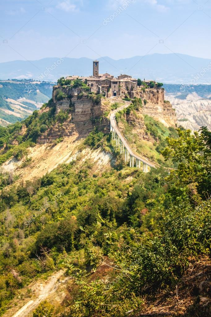 Open view of Civita di Bagnoreggio, Italy — Stock Photo © ledmark31 ...