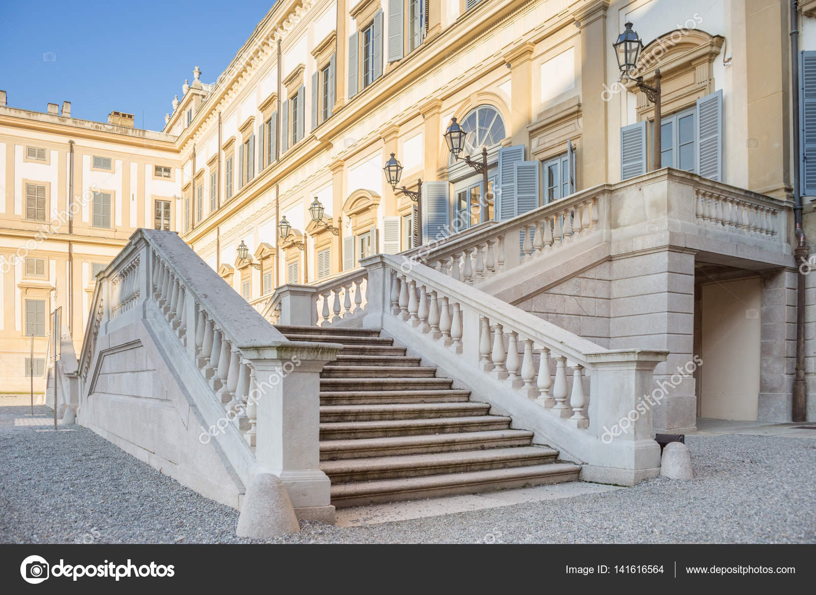 Marmor Treppe Am Eingang Der Villa Reale Von Monza, Italien U2014 Stockfoto