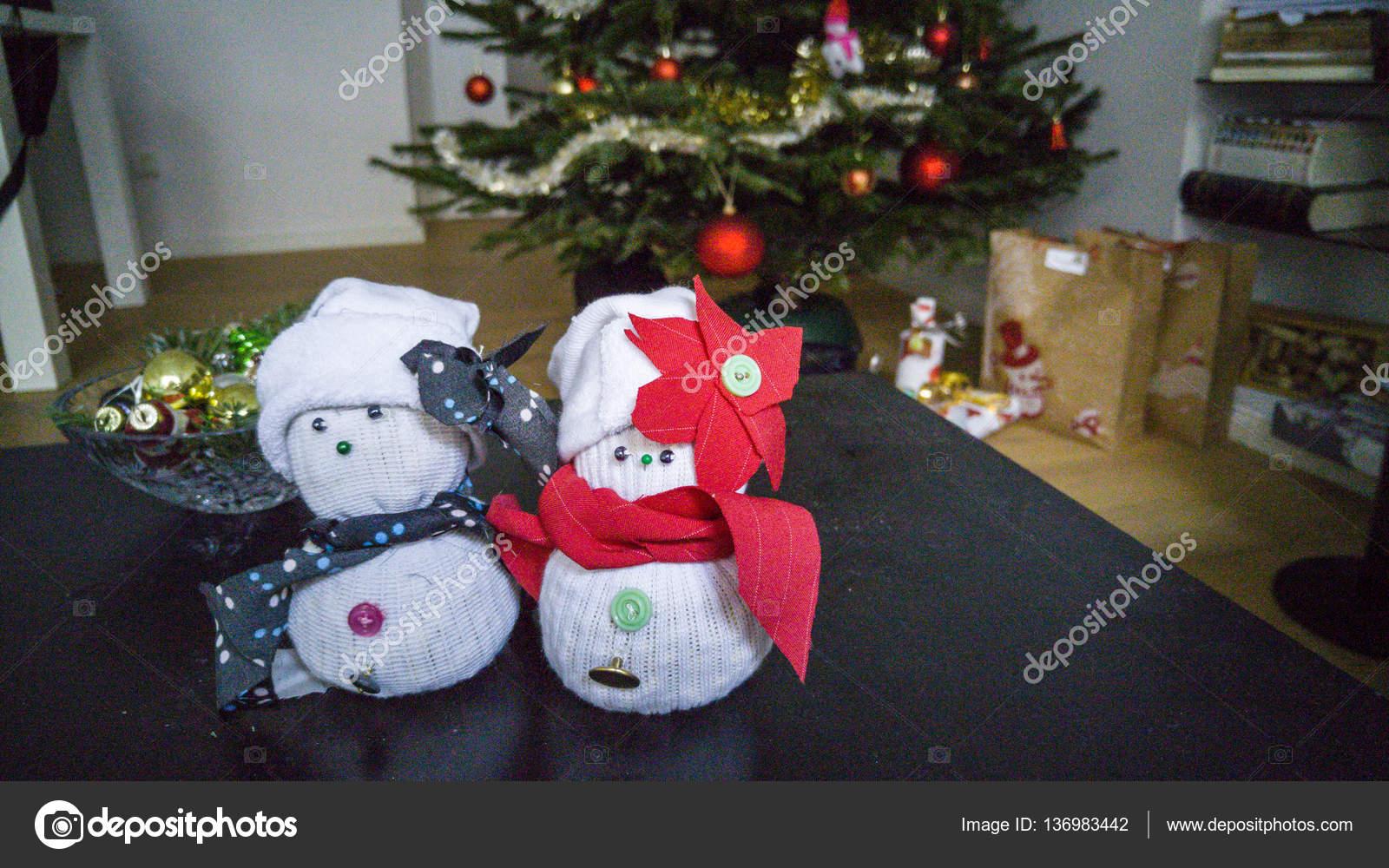 bonhomme de neige chaussette à la main — photographie nikolay100