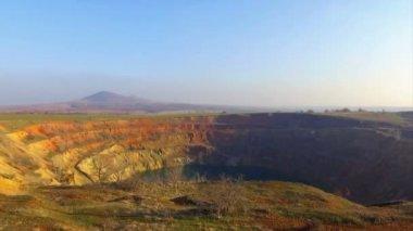 Opuštěné důlní kráter