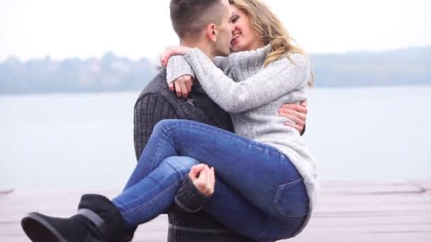 Pár v lásce venkovní, zpomalené