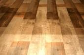 Fotografie Laminátové podlahy pod přírodní dřevěné desky na podlaze
