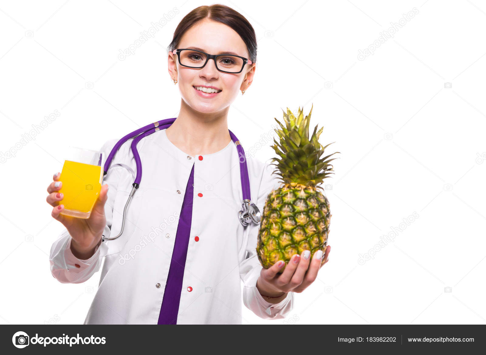 what does pineapple juice do for a woman