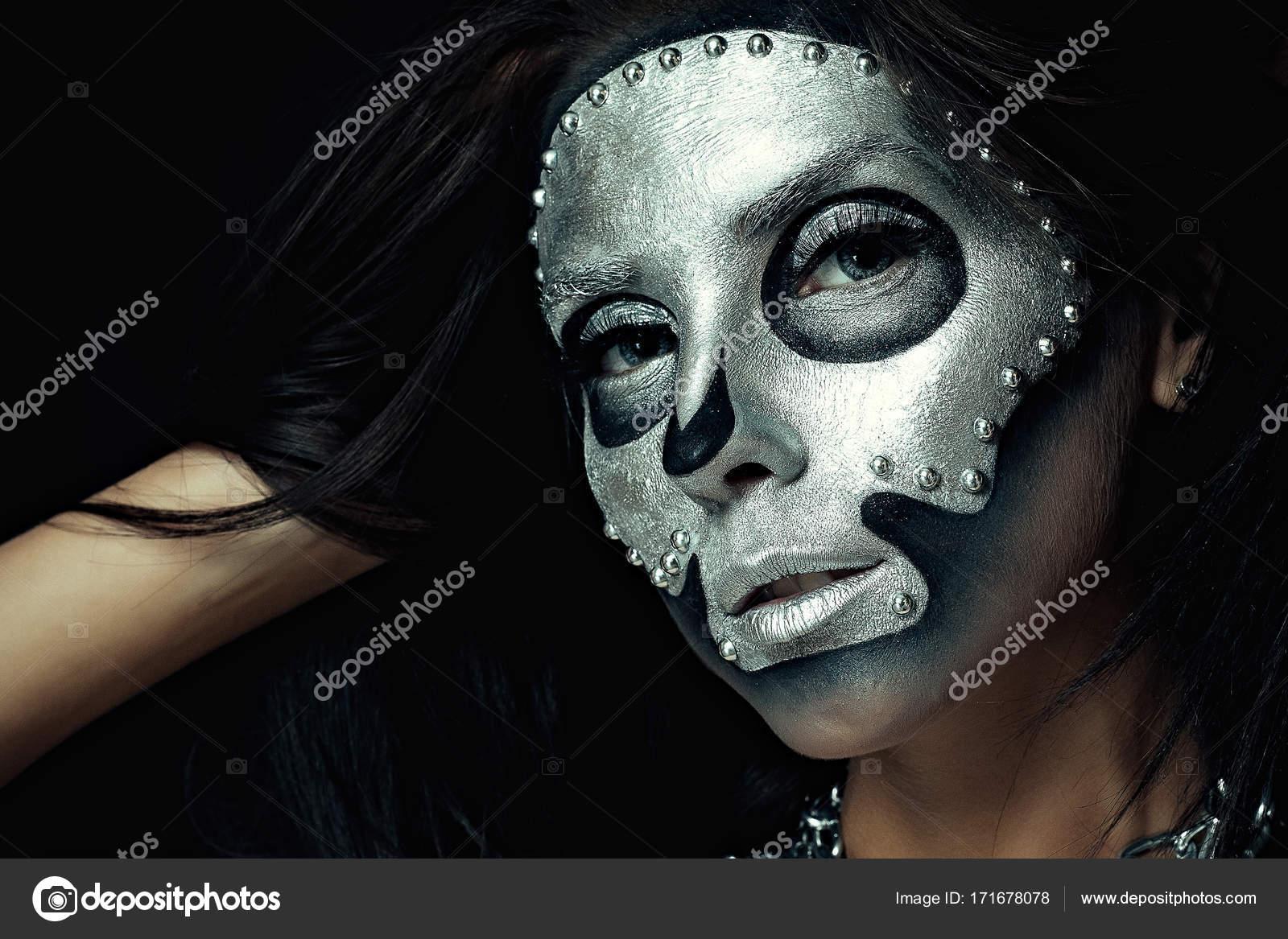 Gümüş Maskesi Ile Siyah Gövde Ile Güzel Kız Modeli Stok Foto