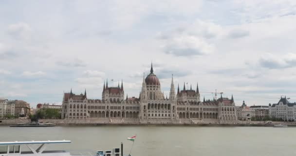 Budapest City skyline a Dunánál nap mint nap időkorlát, Budapest, Magyarország 4k időeltolódás