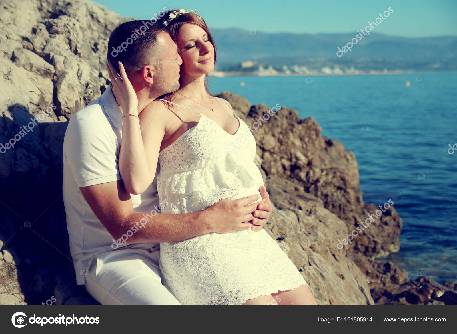 Lovely pregnant couple in love on the beach — Stock Photo ...