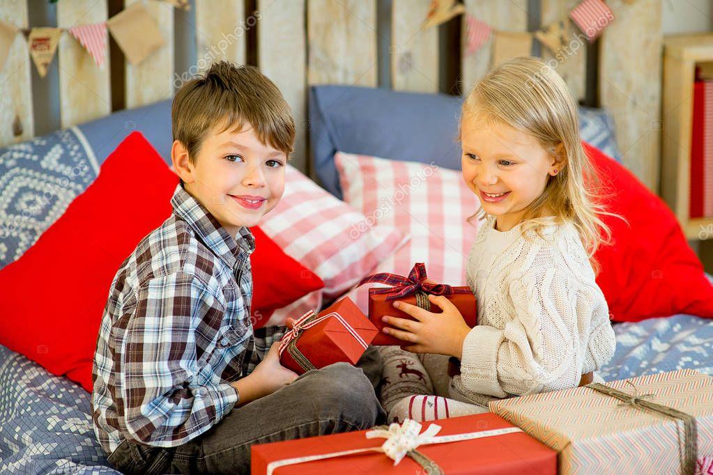Bruder und Schwester sind wenn man bedenkt, dass Weihnachtsgeschenke ...