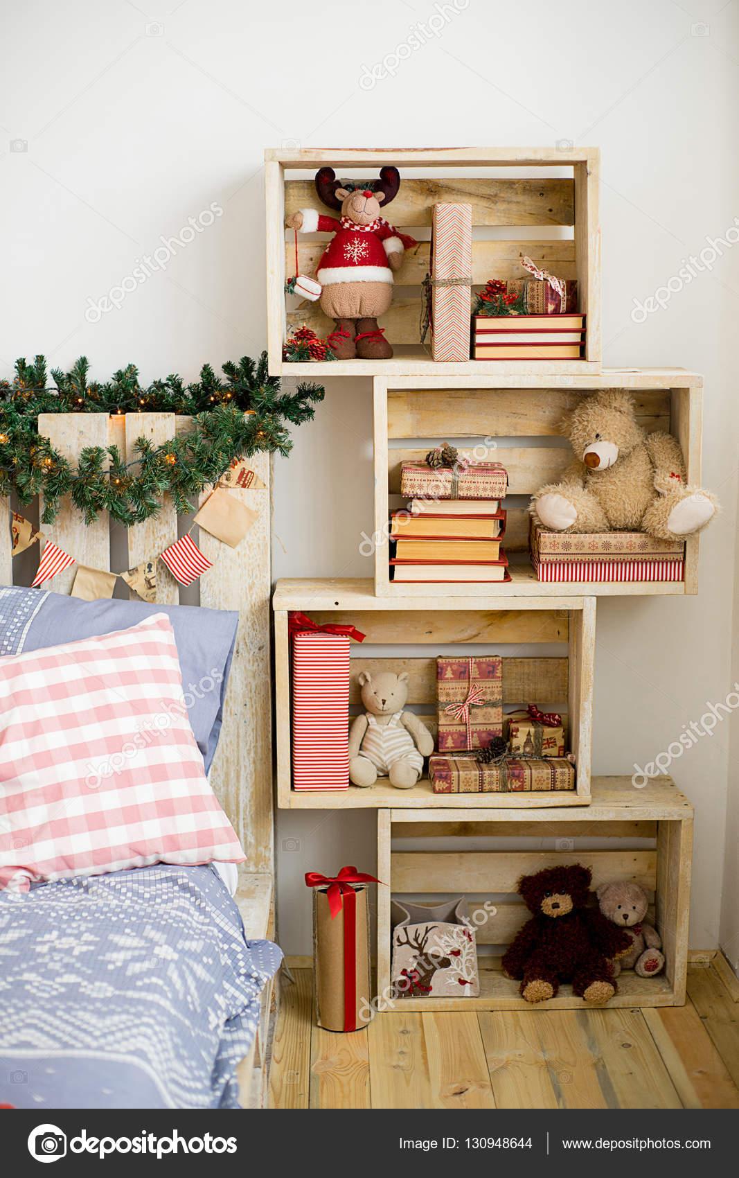 design kamer met kerstmis fir en het bed interieur landelijke stijl foto van lenanichizhenova
