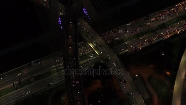 Fliegen auf einer der wichtigsten Straßen im Berufsverkehr von São Paulo, Brasilien