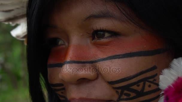 Vértes arcát natív brazil nő egy bennszülött törzs az Amazonas
