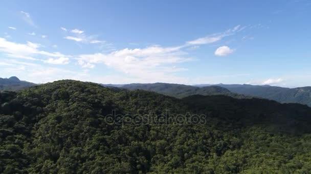 A légi felvétel a esőerdő-hegység