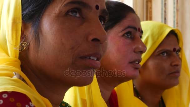 Tradiční indické ženy v sárí kostým