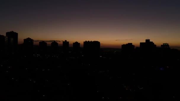 Naplemente mögött City Skyline - sziluettek