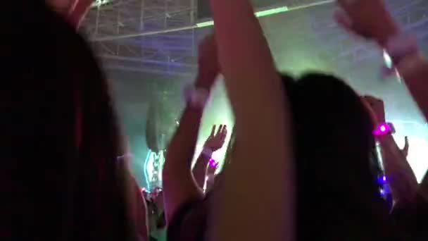 Dav lidí na koncertní Show