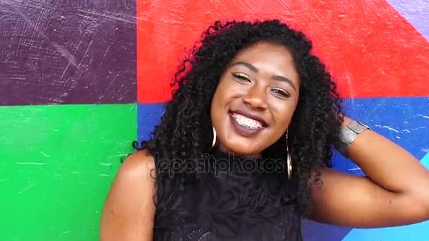 portrét černoška s úsměvem