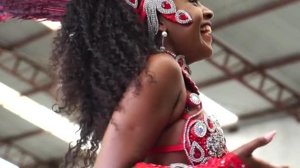 Brazilská žena slaví Carnaval