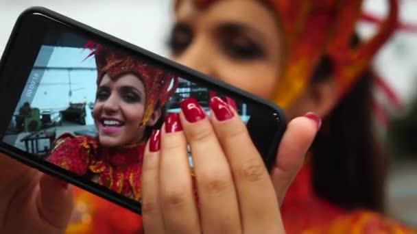Brazilská žena Selfie na Carnaval Party