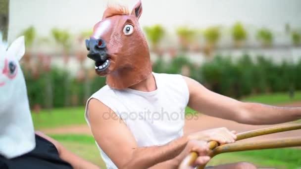 Jednorožec na kruhový objezd a koně