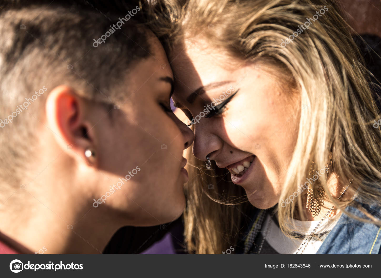 lesbisch verleidt rechte vriendin