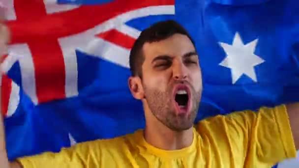 Australischer Fan feiert mit Fahne