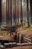 Fotografie staré dřevěné trenshes v Lotyšsku