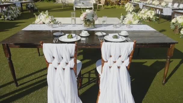 svatební stůl pro mladé merried pár s květinovou výzdobu na resort, hyatt, maui, Havaj