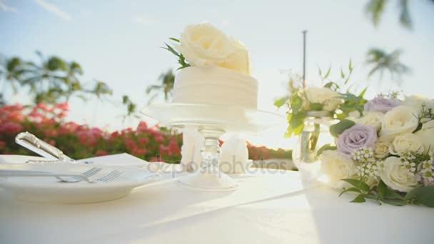 lahodný svatební dort na dezert stojí na svatební stůl na resort, hyatt, maui, Havaj