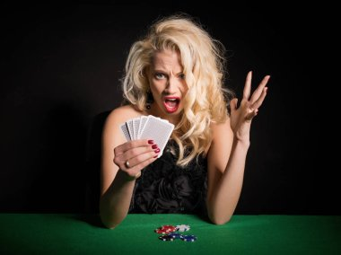 Woman in shock about her terrible deck in poker game