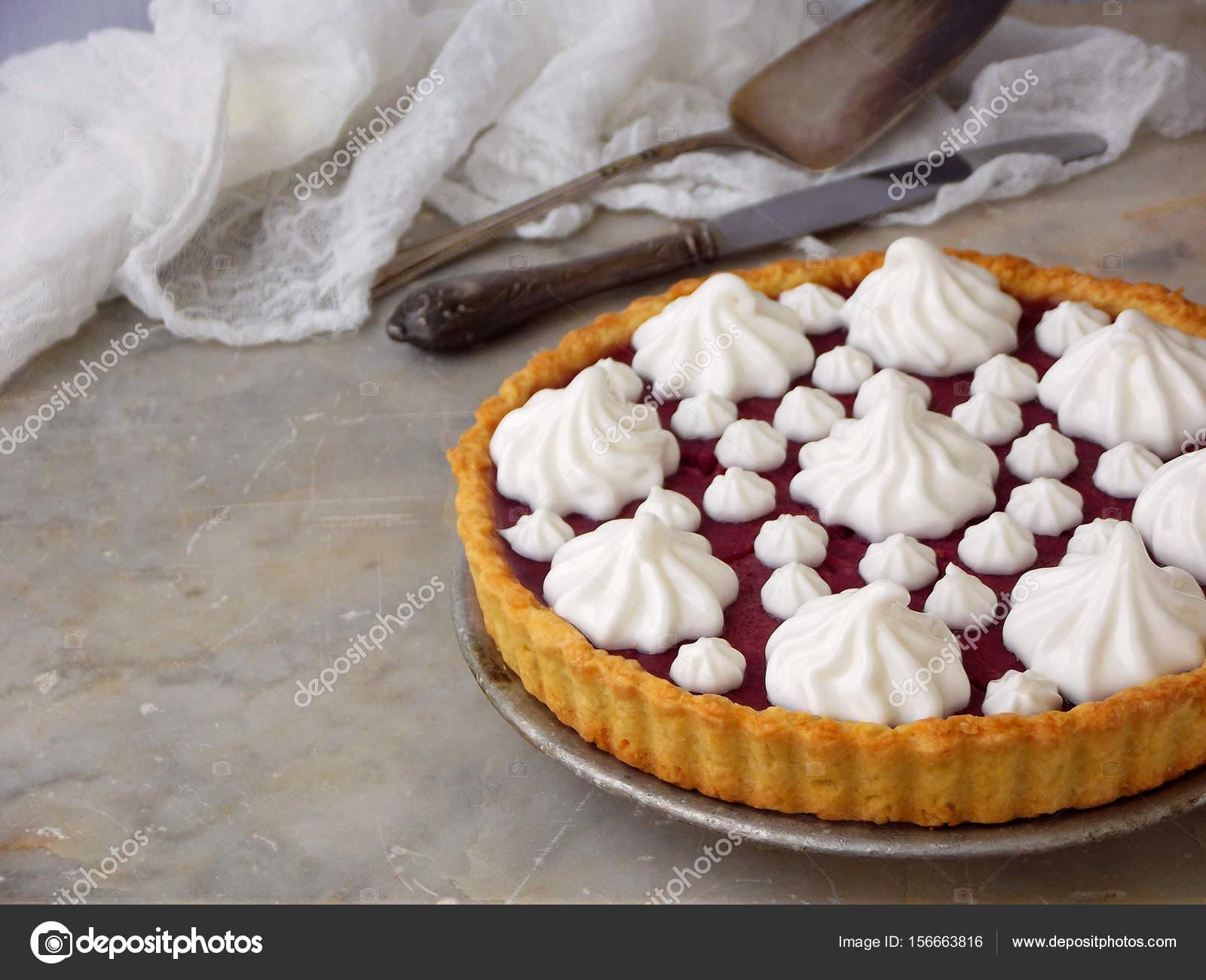 Himbeeren Torte Torte Mit Baiser Sahne Hausgemachte Kuchen Auf