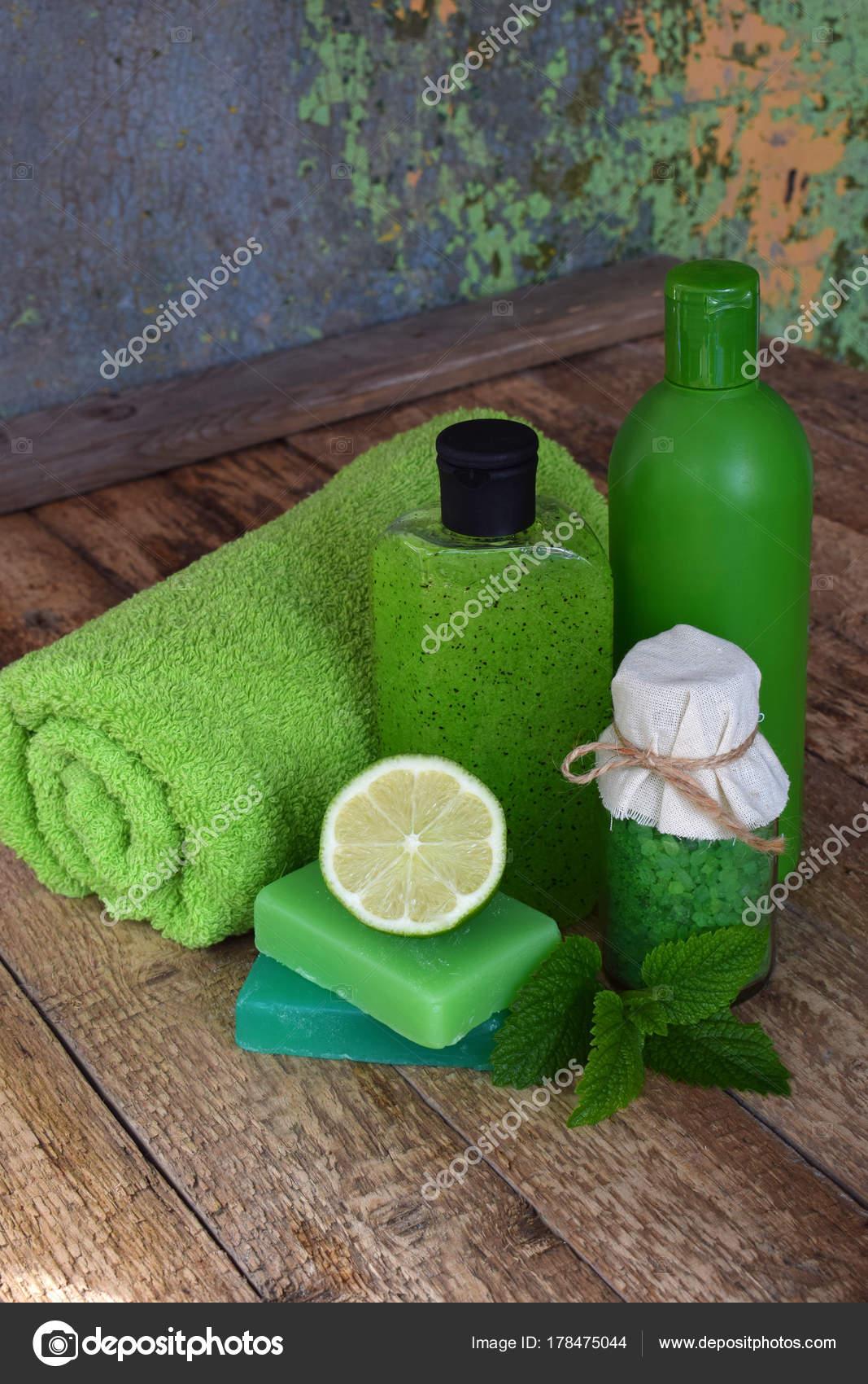 Limette Minze Zusammensetzung Beauty-Behandlung-Produkte in grünen ...