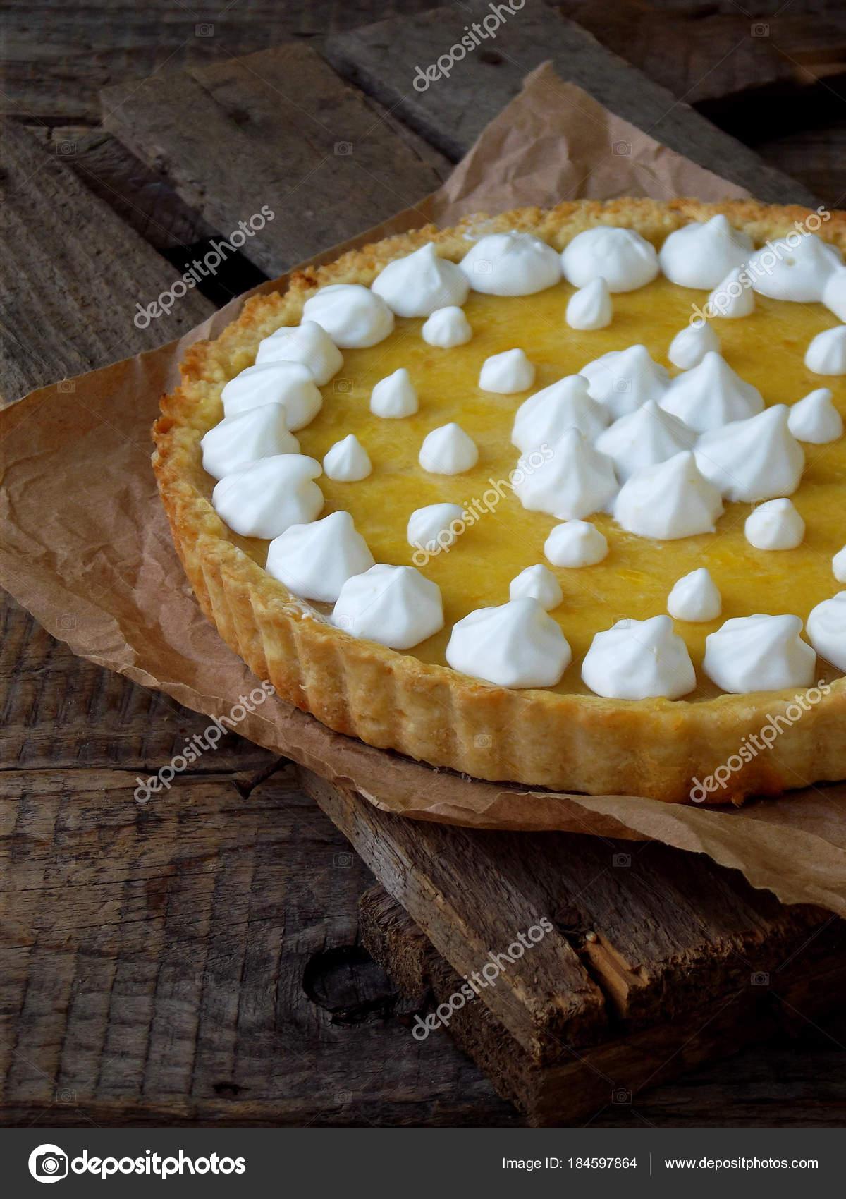 Zitronenkuchen Torte Mit Baiser Sahne Traditionelle Amerikanische