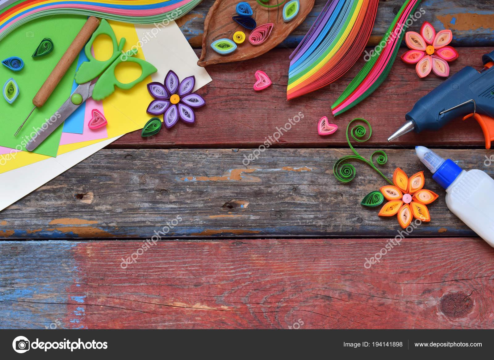 Quilling Technik Papier Streifen Blumen Schere Elemente