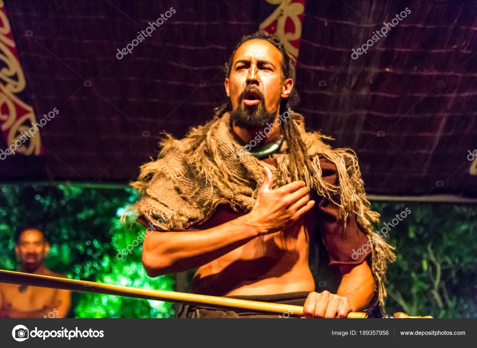 Rotorua Nueva Zelanda 2015 Marzo Tribus Maories Tradicionales Saludo - Tribus-maories