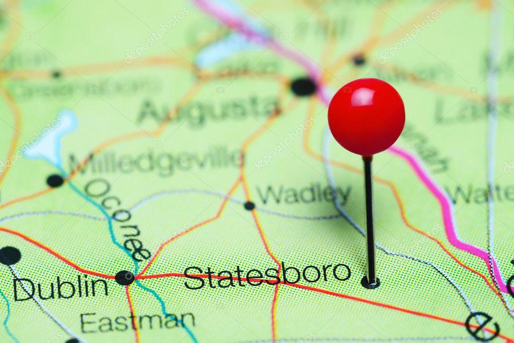 Photo de santa épinglée sur une carte du nord de la carolina