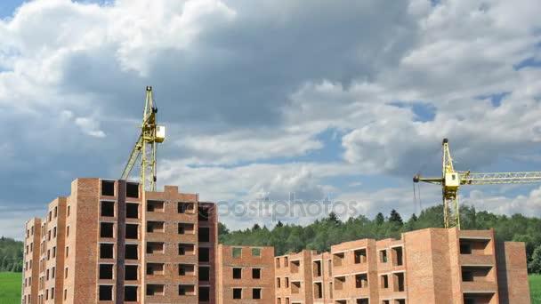 velký obytný dům od začátku budování