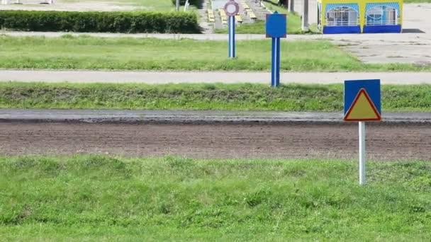 Jockey im Wagen auf dem richtigen Weg