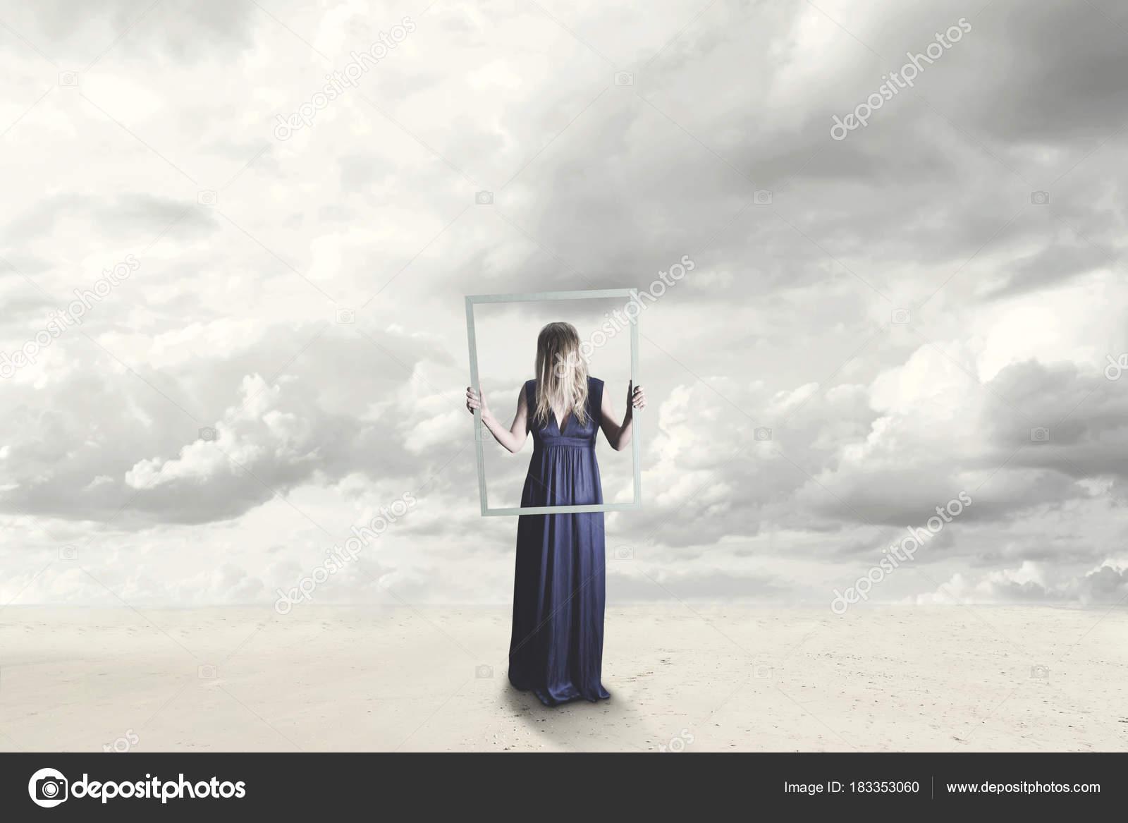 Mujer Surrealista Con Vestido Azul Con Cara Oculta Con Marco — Foto ...